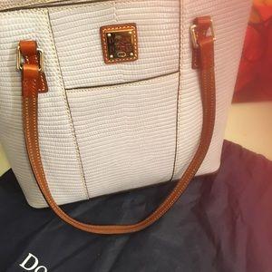 Handbags - Dooney Bourke Summer Tote